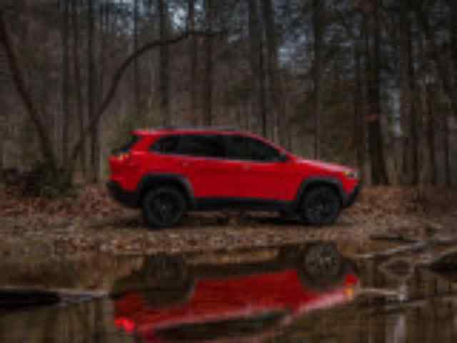 Jeep Cherokee Trailhawk вид сбоку